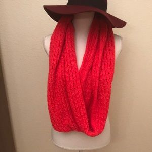 H & M Red knitted scarve